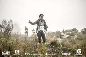 Melina escapando de los corredores zombie - PH: Mauro Nestal
